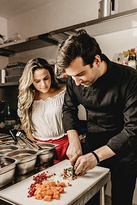 realizzazione siti web ristorante con cuoco e apprendista